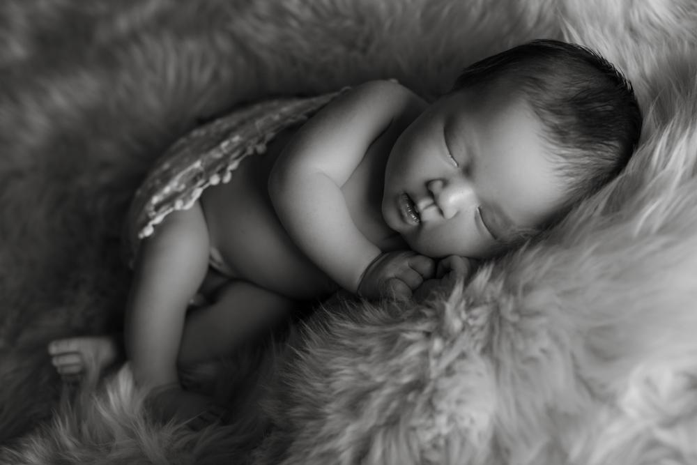 newborn-photographer-denver, colorado-newborn-photograher, baby-photos, sweet-sleeping-baby, photography-newborn-baby, photographs-newborn-baby, black-and-white-photograph