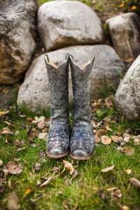 colorado-wedding-photographer, silverthorne-wedding, fall-colorado-wedding, bride-getting-ready, wedding-photography, cowboy-boots, boots-and-wedding-dress