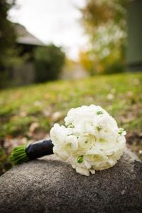 bridal-bouquet, white-flowers-bouquet, DIY-brides-bouquet, colorado-wedding-photography, fall-mountain-wedding, details-of-wedding-day