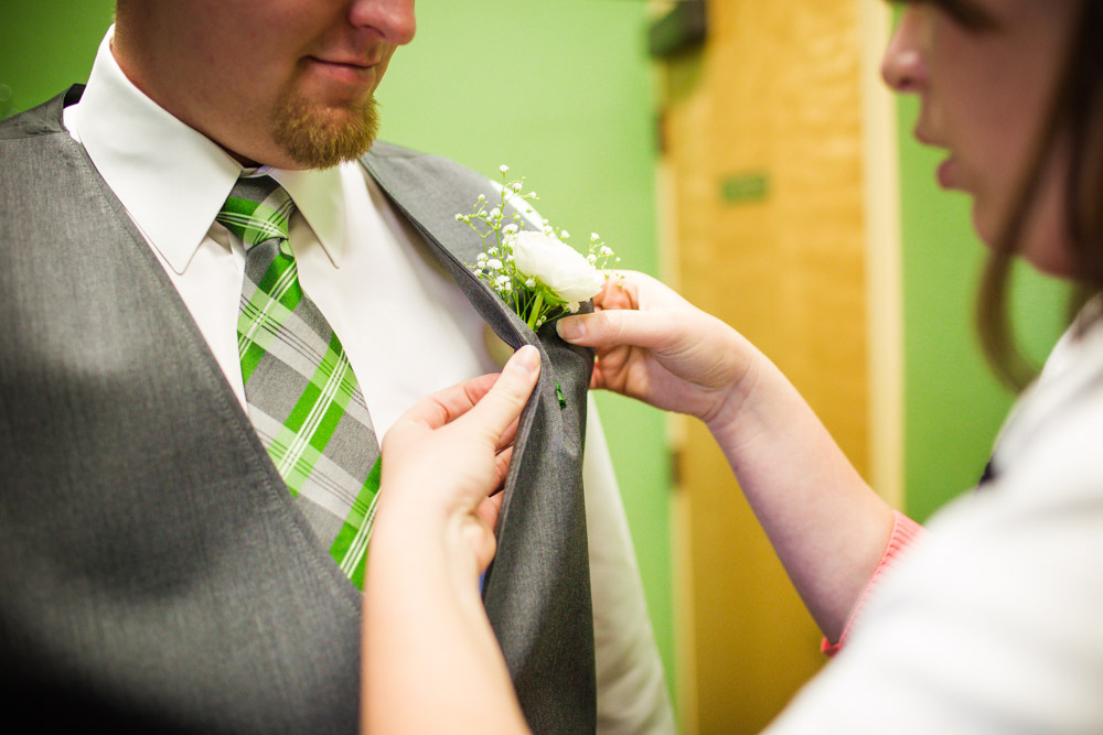 colorado-wedding-photographer, silverthorne-wedding, fall-colorado-wedding, groom-getting-ready, wedding-photography, fall-mountains-colorado, fall-mountain-wedding, groom-portraits, wedding-details