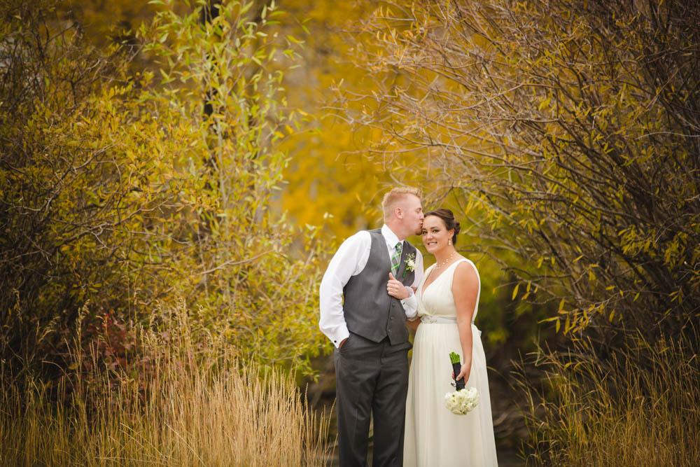 stunning-bride, bridal-portraits, colorado-mountain-wedding, wedding-photography, fall-wedding-colorado, silverthorne-pavillion