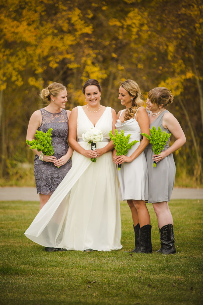 colorado-wedding-photography, silverthorne-pavillion, silverthorne-wedding-photographs, fall-mountain-wedding, denver-wedding-photographer, laughing-bride, bridal-party-photos, colorful-aspen-trees