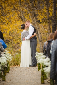 colorado-wedding-photography, silverthorne-pavillion, silverthorne-wedding-photographs, fall-mountain-wedding, denver-wedding-photographer, outdoor-ceremony-mountains, colorful-aspen-trees, first-kiss