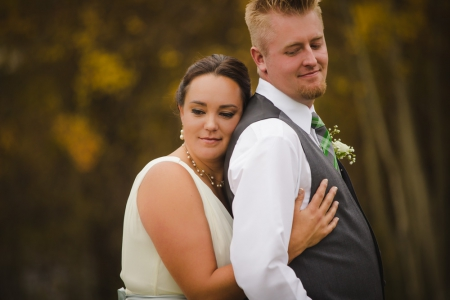 beautiful-bride-and-groom, bridal-portraits, sentimental-wedding-photographer, colorado-wedding-photographer, colorado-wedding-photography, fall-mountain-wedding